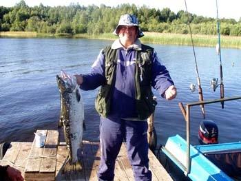 ловля на троллинг на онежском озере видео